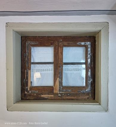 This window is original and is within the building. Do you have windows inside your flat / house?